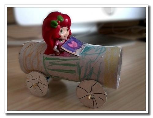 69 纸筒芯汽车  跟婷玩儿立体停车场,婷把草莓甜心和我们用橡皮泥捏